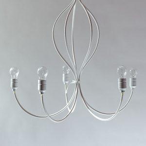 Klasyczny żyrandol w minimalistycznej wersji na 5 żarówek