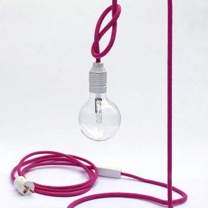 Lampa w kolorze różowym